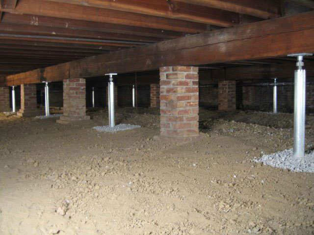 crawl space jacks installed by certified foundation contractors
